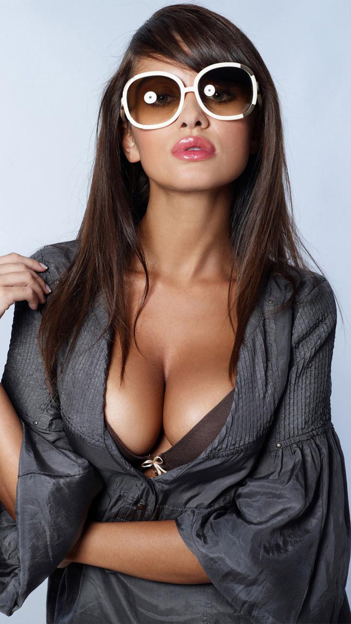 Фото девушки в очках с телефоном 27 фотография